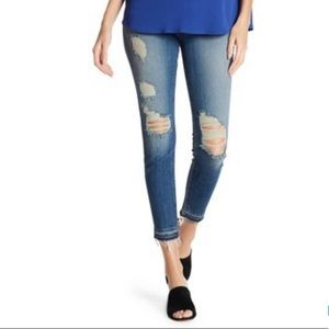 7FAM Ankle Skinny Jeans w/ Raw Hem